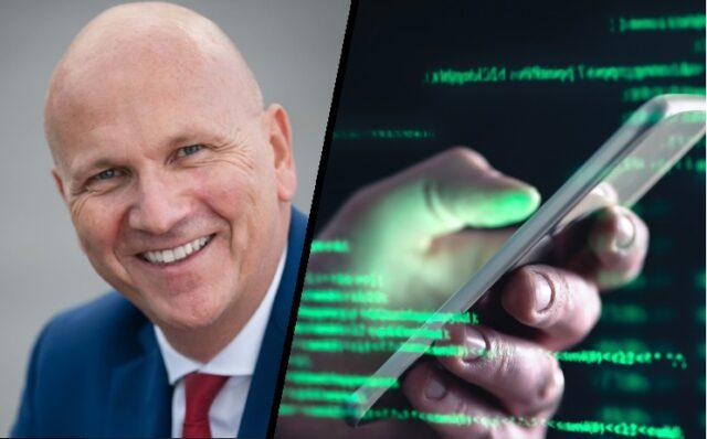 Uwe Brandl (CSU) fordert Auswertung von Handy-Daten (Bild Brandl: Pressefoto Bayerischer Gemeinde Tag/ Shutterstock.com/Von Tero Vesalainen)