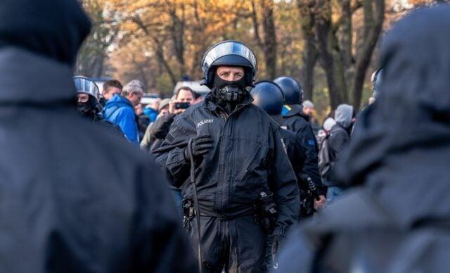 Polizei (Bild: shutterstock.com/Von Ben Druecker)