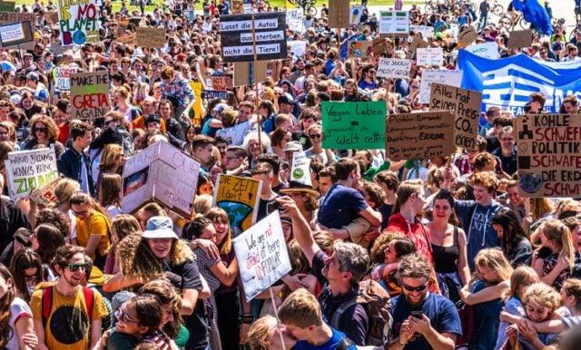 Die besseren Demonstranten (Symbolbild: shutterstock.com/Von FooTToo)