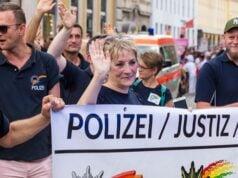 Polizei im LGBTQ-Wahn (Bild: shutterstock.com/Von WhiteHaven)